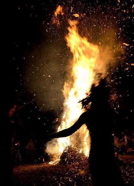 001150_Fire_event_dancers_2013,_Wola_Sękowa,_Sanok